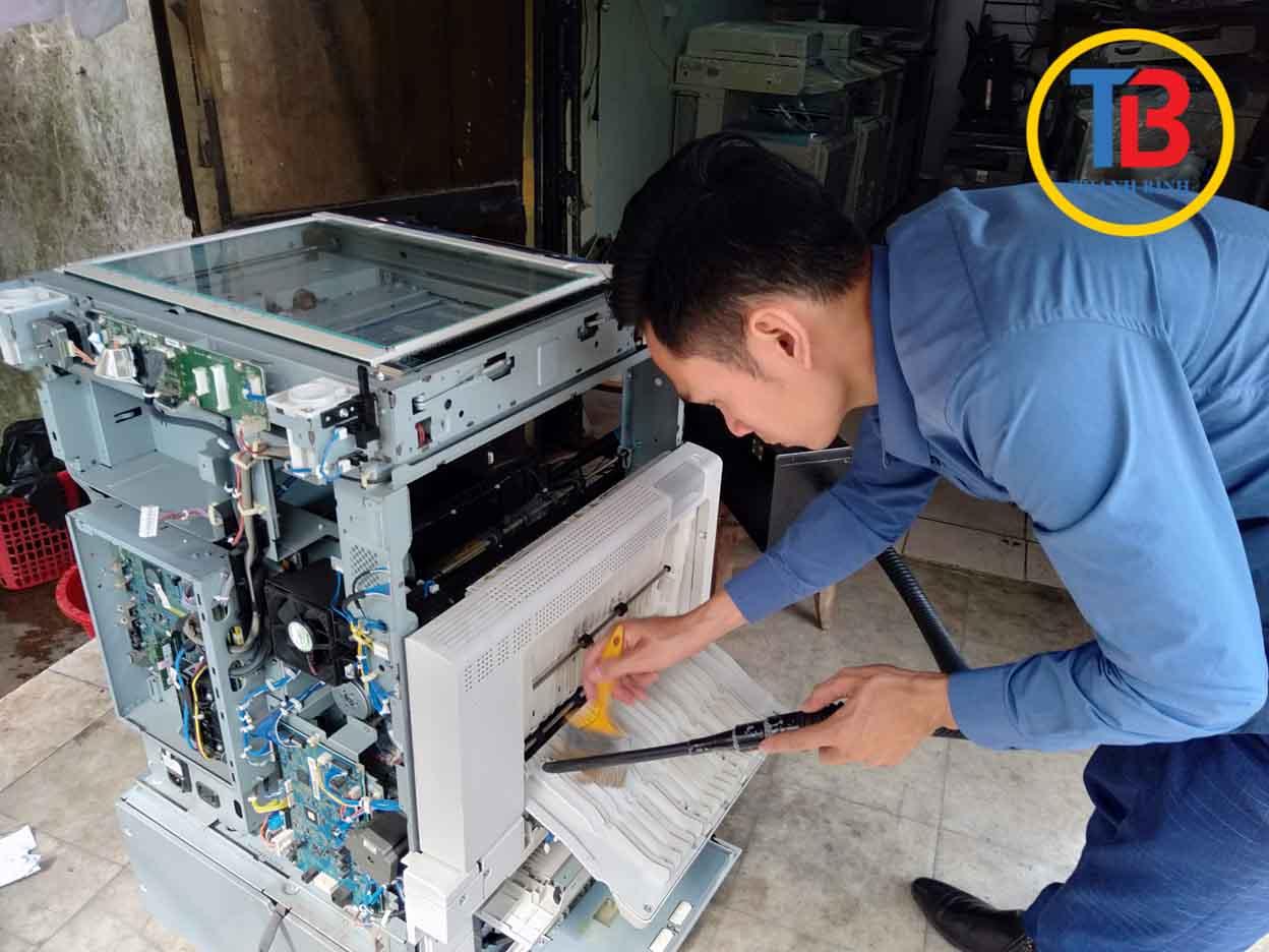 Thợ kĩ thuật sửa chữa máy photocopy chuyên nghiệp
